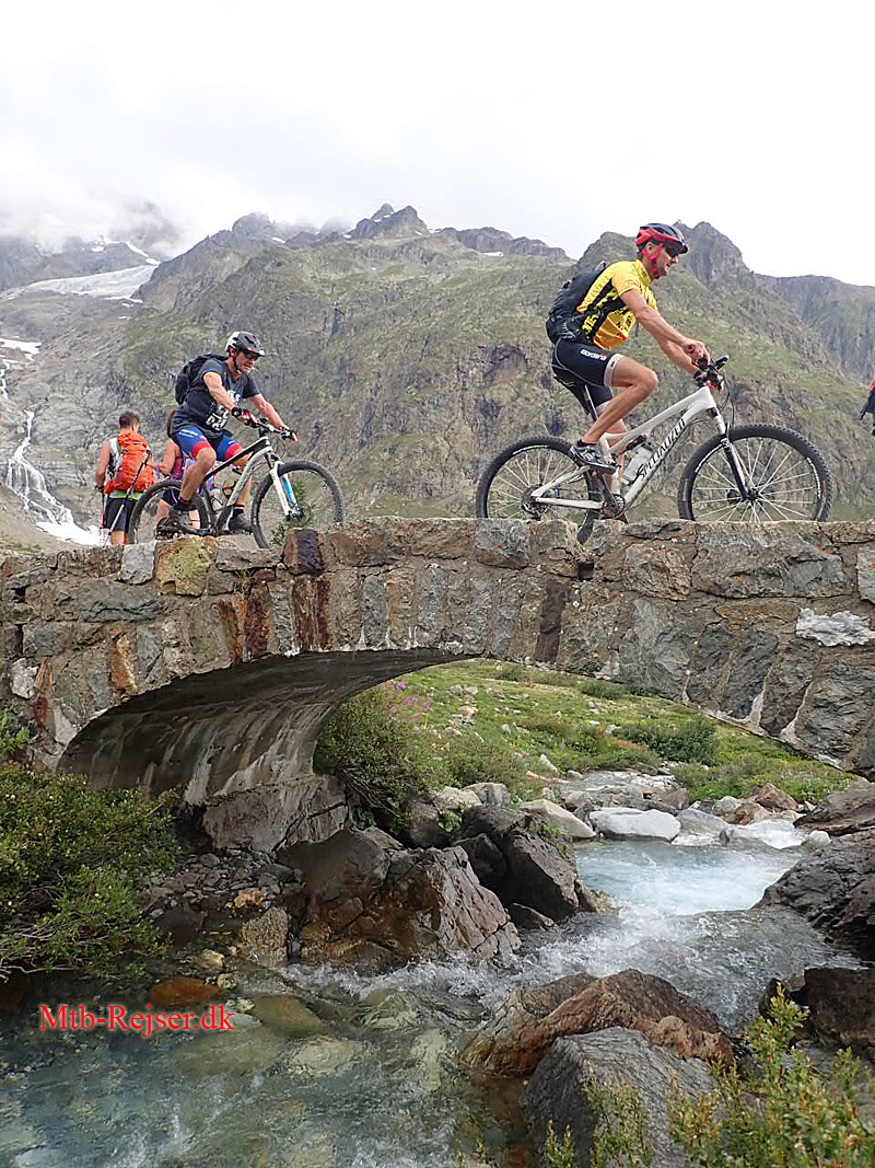 Tour du Mont Blanc mountainbike